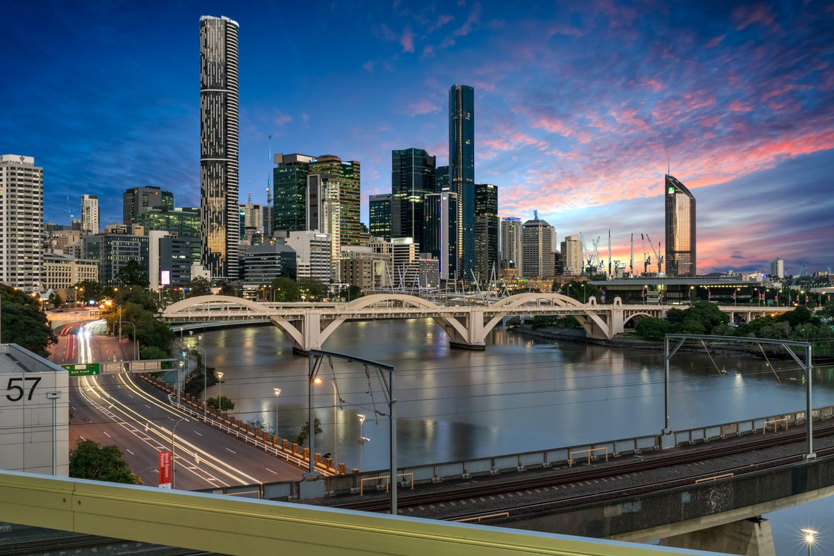 Apartment living at its best! Awesome Brisbane CBD view captured by Peter from Top Snap Brisbane West. . #topsnap #photography #realestate #realestatephotography #marketing #brisbanecbd #brisbane #brisbanewest #view #dusk #cityliving #qld https://t.co/EdsAVQxD9V