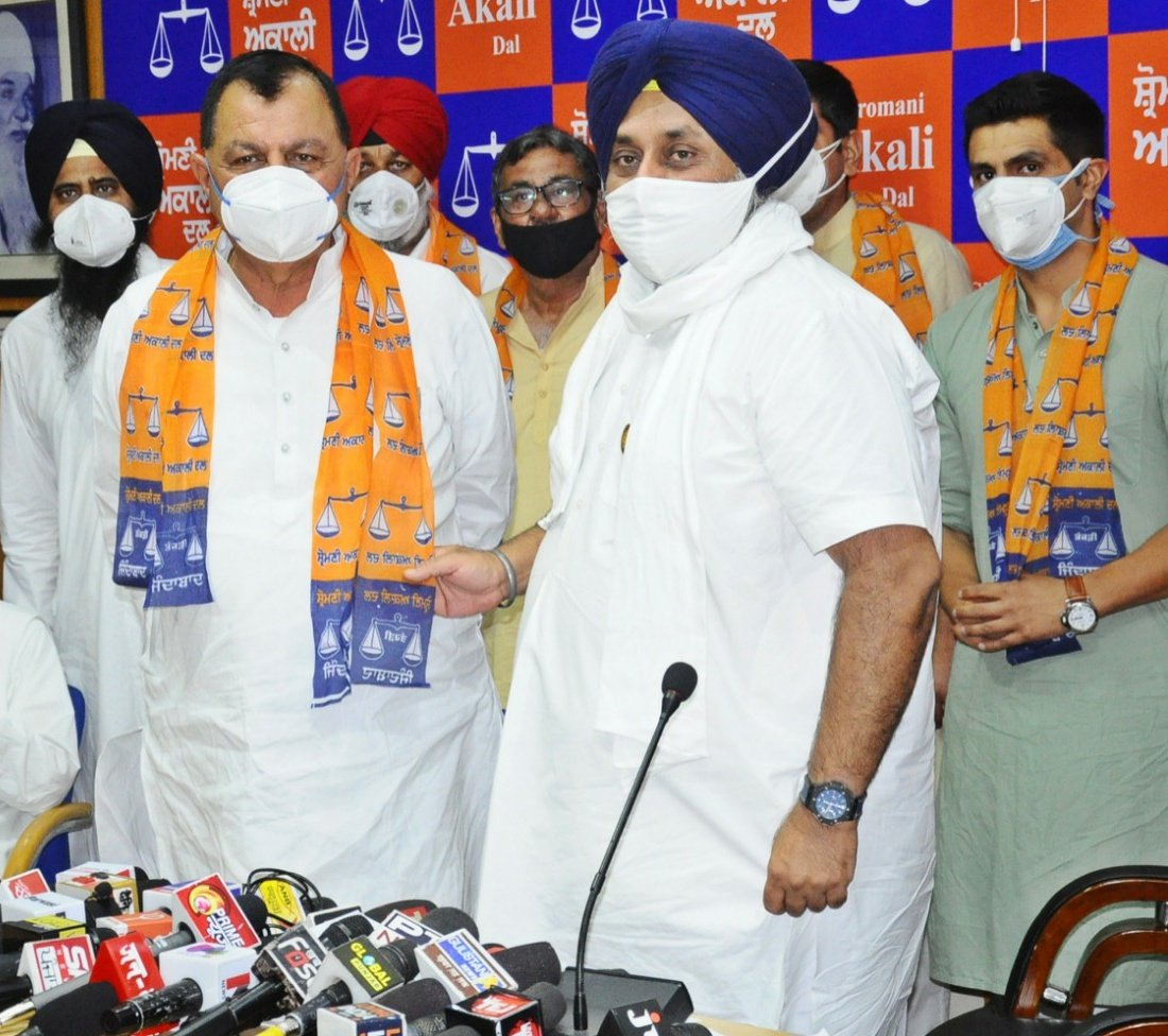 Shiromani Akali Dal received a major boost when Mohinder Kumar Rinwa joined the SAD in the presence of its President Sukhbir Singh Badal.