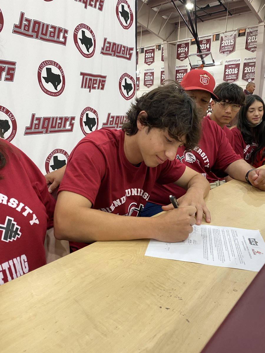 Two more Floresville Powerlifters are headed to Friends University! Paul Herrera and Matthew Polasek both committed to continue their education and powerlifting as Falcons! Thank you, Coach Beldon, for joining us virtually from Kansas!   @FriendsU @Falcon2strong https://t.co/TNecRSHODs