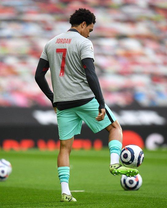 لاعبو ليفربول يرتدون رقم 7 على قمصانهم