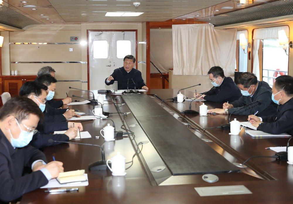 习近平河南乘船独用保温杯 官员和北韩官员一样狂记笔记