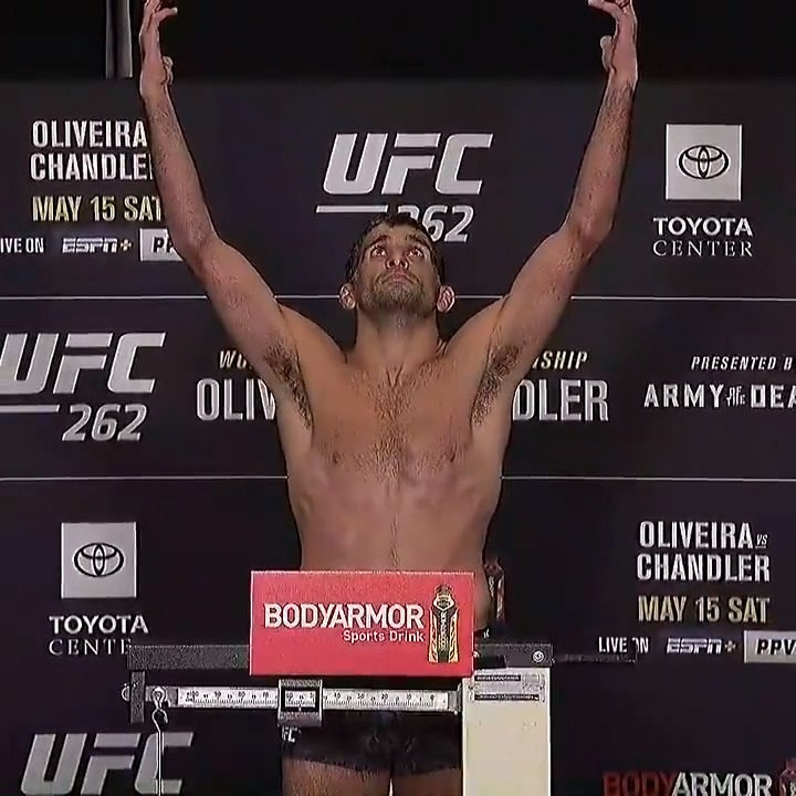 On his second attempt, @beneildariush hit the mark at 156 pounds to make his #UFC262 co-main event bout against Tony Ferguson official ⚖️ https://t.co/f30iRTbMKx