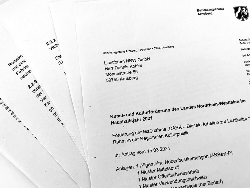 """Das nennen wir großartige #Nachrichten! \""""DARK\"""" wird im Rahmen der Regionalen #Kulturpolitik gefördert! Was aus einem blassen Bündel Papier werden kann? 👉#Digitale Arbeiten zur #Lichtkultur 🥳 <a class=\""""link-mention\"""" href=\""""http://twitter.com/MKW_NRW\"""" target=\""""_blank\"""">@MKW_NRW</a> <a class=\""""link-mention\"""" href=\""""http://twitter.com/BezRegArnsberg\"""" target=\""""_blank\"""">@BezRegArnsberg</a> <a class=\""""link-mention\"""" href=\""""http://twitter.com/rpArnsberg\"""" target=\""""_blank\"""">@rpArnsberg</a> <a class=\""""link-mention\"""" href=\""""http://twitter.com/RalfPaulBittner\"""" target=\""""_blank\"""">@RalfPaulBittner</a>  <a class=\""""link-mention\"""" href=\""""http://twitter.com/AllesArnsberg\"""" target=\""""_blank\"""">@AllesArnsberg</a> <a class=\""""link-mention\"""" href=\""""http://twitter.com/ArnsbergAktuell\"""" target=\""""_blank\"""">@ArnsbergAktuell</a> <a href=\""""https://t.co/WCXWO4Utvn\"""" class=\""""link-tweet\"""" target=\""""_blank\"""">https://t.co/WCXWO4Utvn</a>"""