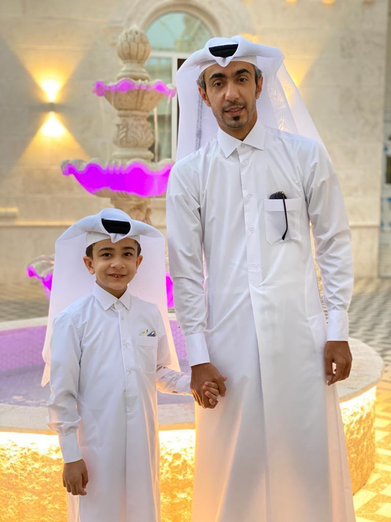 الفنان محمد عادل وابنه يشاركون الشرق فرحتهم بالعيد