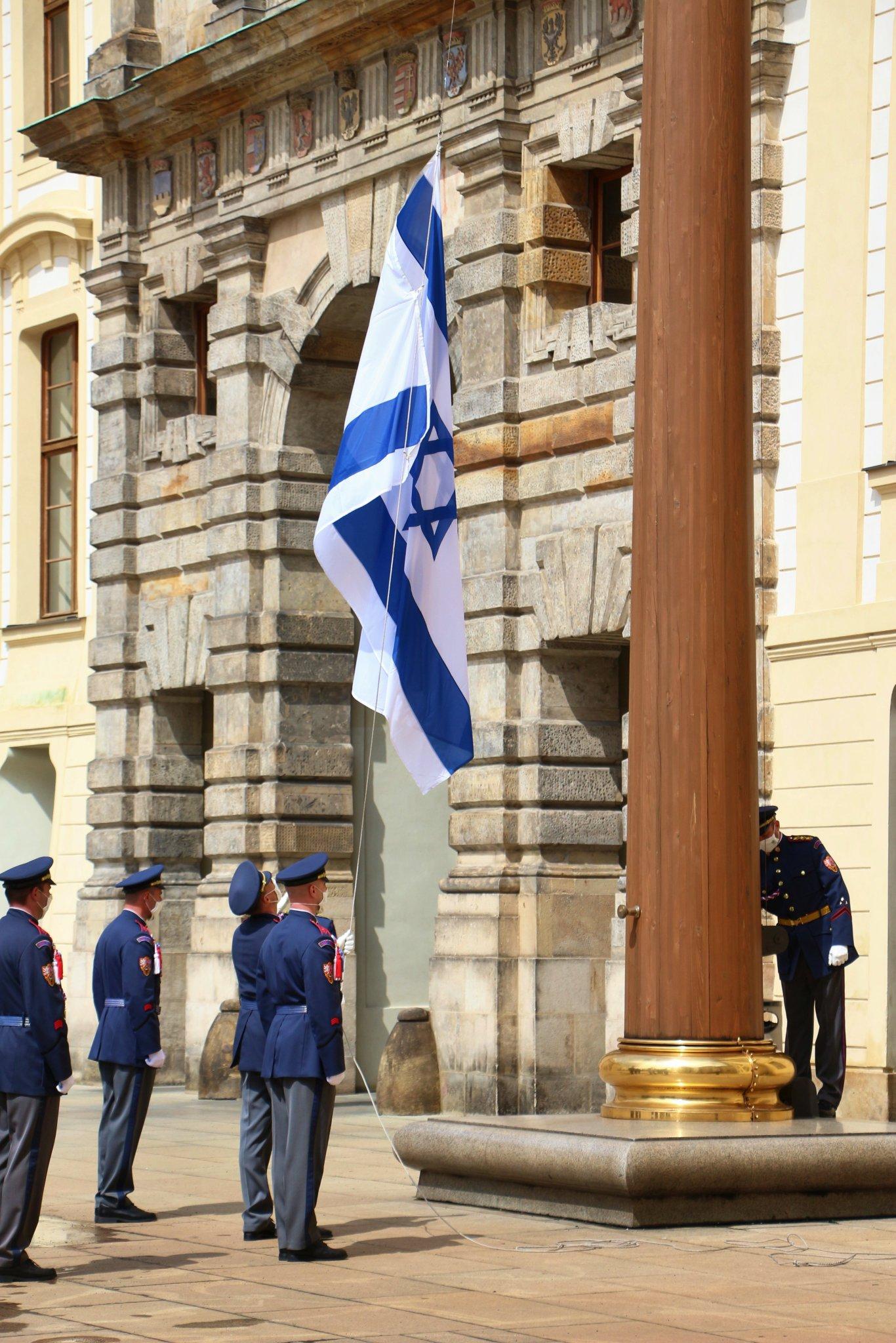 Pražský hrad – Kancelář prezidenta republiky on Twitter