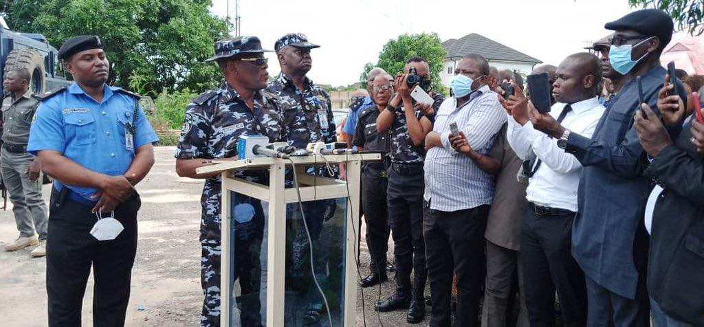 "Uche Okoro on Twitter: ""HAPPENING NOW: Police parades Uduak Akpan, prime  suspect in killing of Iniubong Umoren. @tvcnewsng #JusticeForHinyUmoren…  https://t.co/jiqnvgu4GS"""