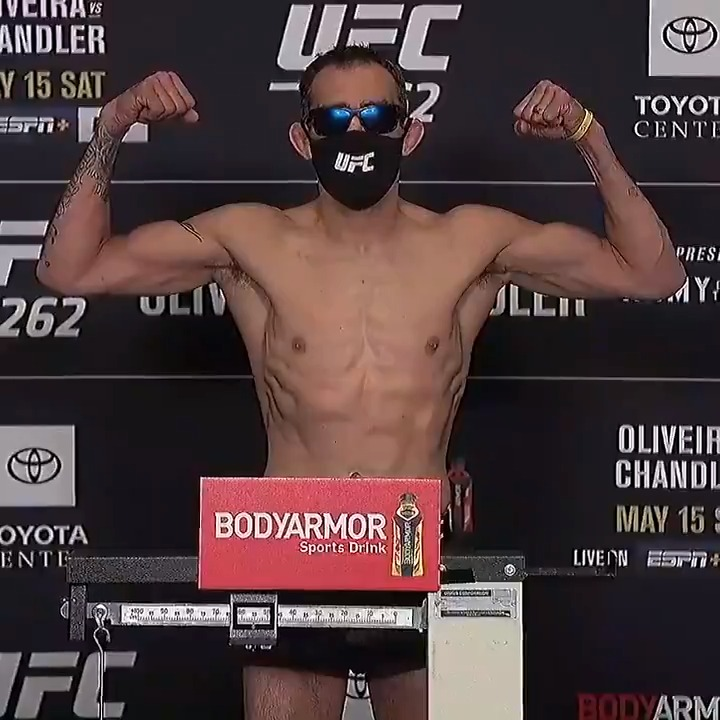 Sporting his trademark shades, @TonyFergusonXT hit the mark at 156 pounds for his #UFC262 co-main event bout against Beneil Dariush 🕶 https://t.co/F9dqCKuUzV