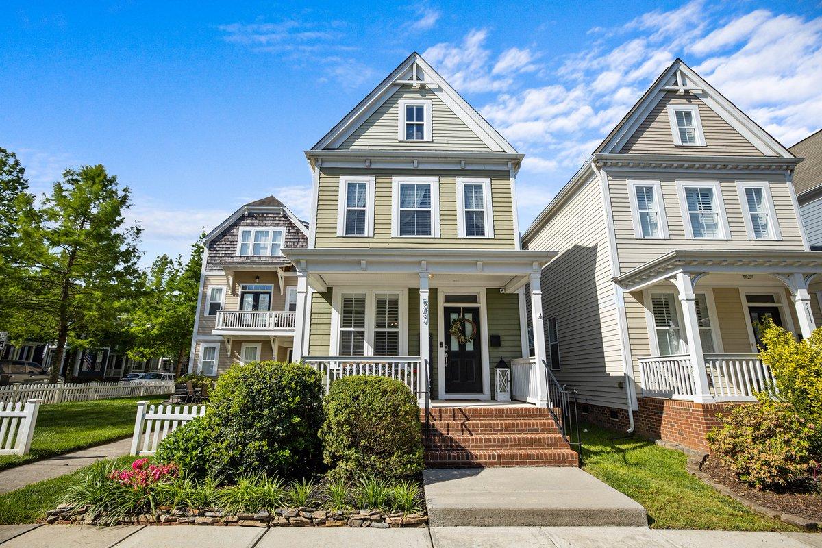 #OpenHouse Sat 1-3 & Sun 2-4 3 beds/3.5 baths $499,900 Wesley Heights Open Floor Plan   https://t.co/vtd8Ux4vKz  #yanceyrealty #ncrealtor #charminghomes #charminghouse #curbappeal #wanttomove #charlottenc #wesleyheights #youcouldlivehere #primelocation #locationlocationlocation https://t.co/7UGZy3TzmQ