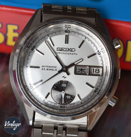 There are some slight variations when it comes to dial detailed of Seiko 7018-7000/8000.  Read the full article: Seiko 7018 Vintage Chronographs Guide ▸ https://t.co/dscmlhTIbO  #Seiko #Seiko7018 #Chronograph #VintageChronograph #VintageWatch https://t.co/fR60vOLn6S