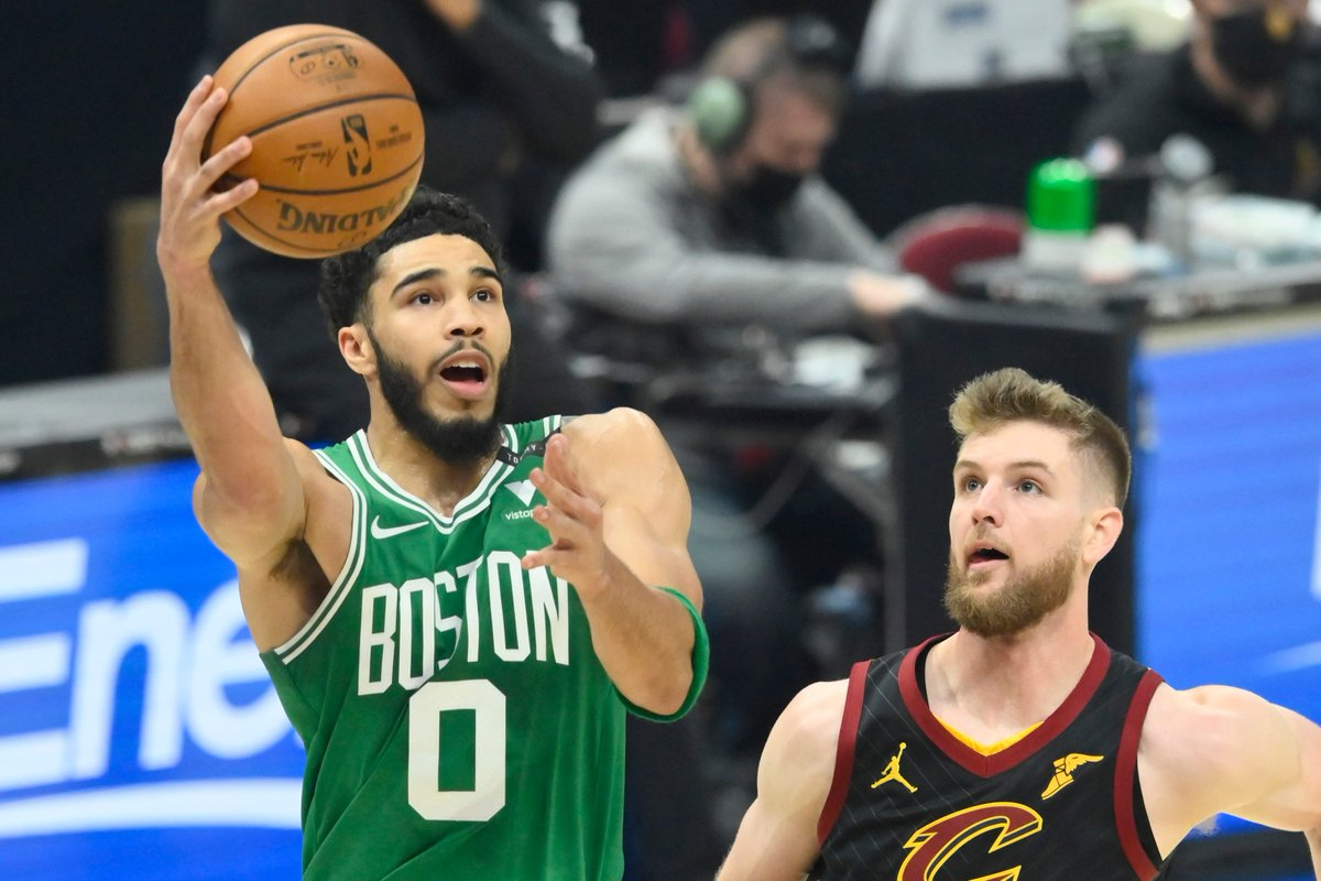 Jayson Tatum says he's still not breathing the same since contracting COVID-19 https://t.co/WkcZx9vEHX https://t.co/SR9mlSw5y0