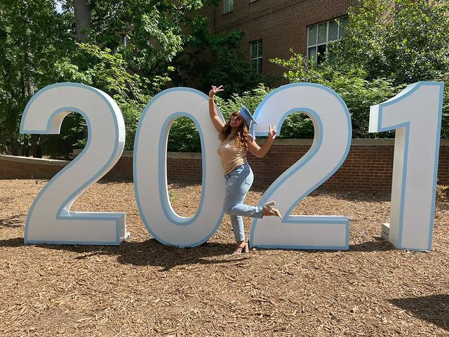 We spy a #UNC21 photo op near @UNCGAA! Be sure to snap your picture and tag 2021_unc on Instagram this weekend! #UNC 📸: @jazzonfire_ https://t.co/EkAGHzONaO