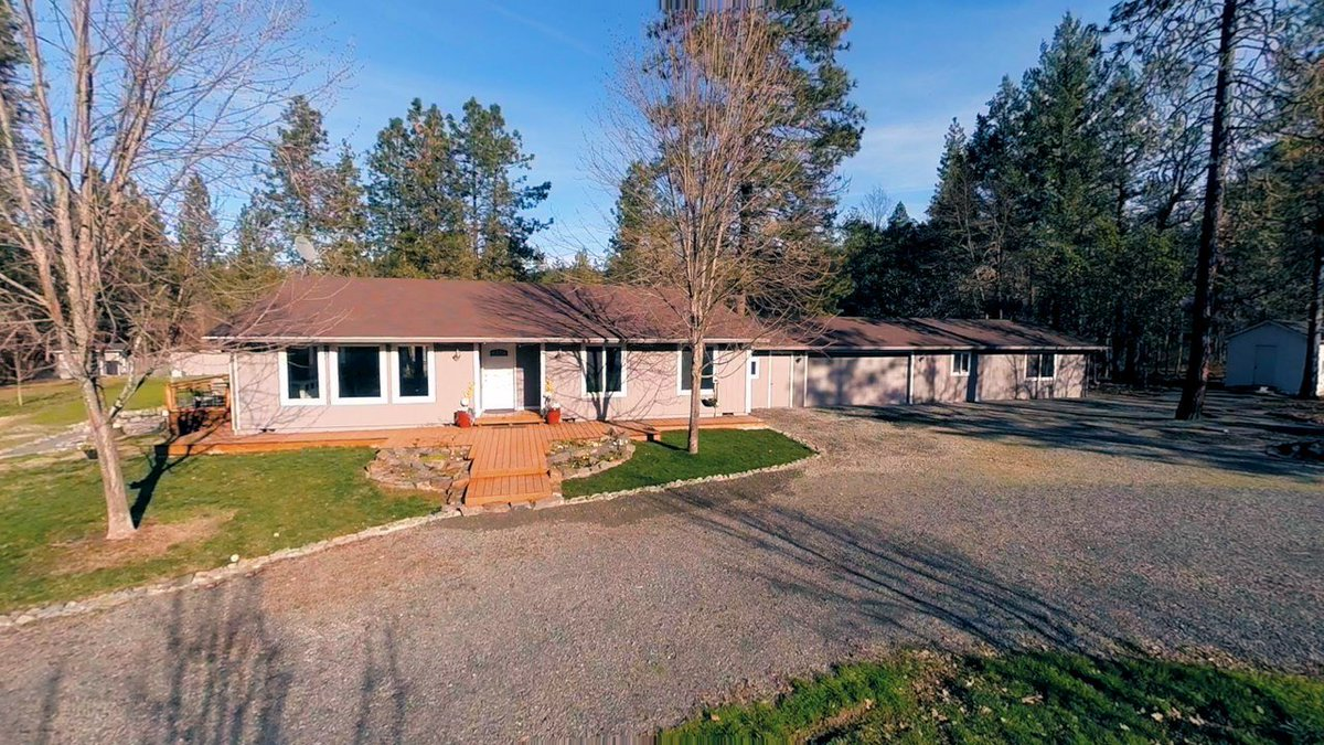 Must see, newly renovated! 2.5 acres + fully fenced electric double gate, circular driveway; 3 bedrm, 2 full bath, 1700 sq ft main house; 750 sq ft Guest suite with kitchen.  Video here: https://t.co/sZ2LVuSo4u