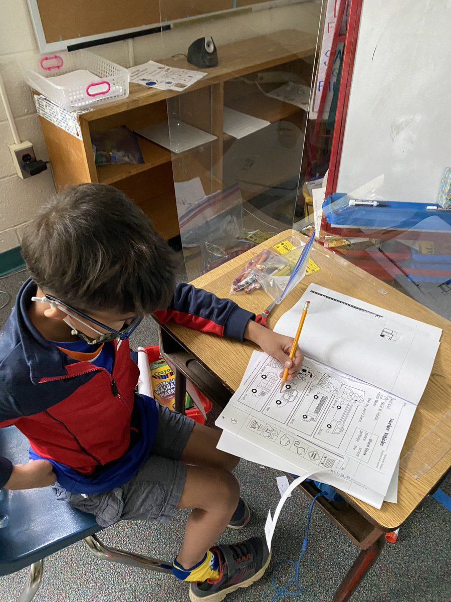 These kindergarteners are learning about community helpers! <a target='_blank' href='http://search.twitter.com/search?q=TuckahoeRocks'><a target='_blank' href='https://twitter.com/hashtag/TuckahoeRocks?src=hash'>#TuckahoeRocks</a></a> <a target='_blank' href='http://twitter.com/TuckPrinc'>@TuckPrinc</a> <a target='_blank' href='https://t.co/68GSA24g2U'>https://t.co/68GSA24g2U</a>