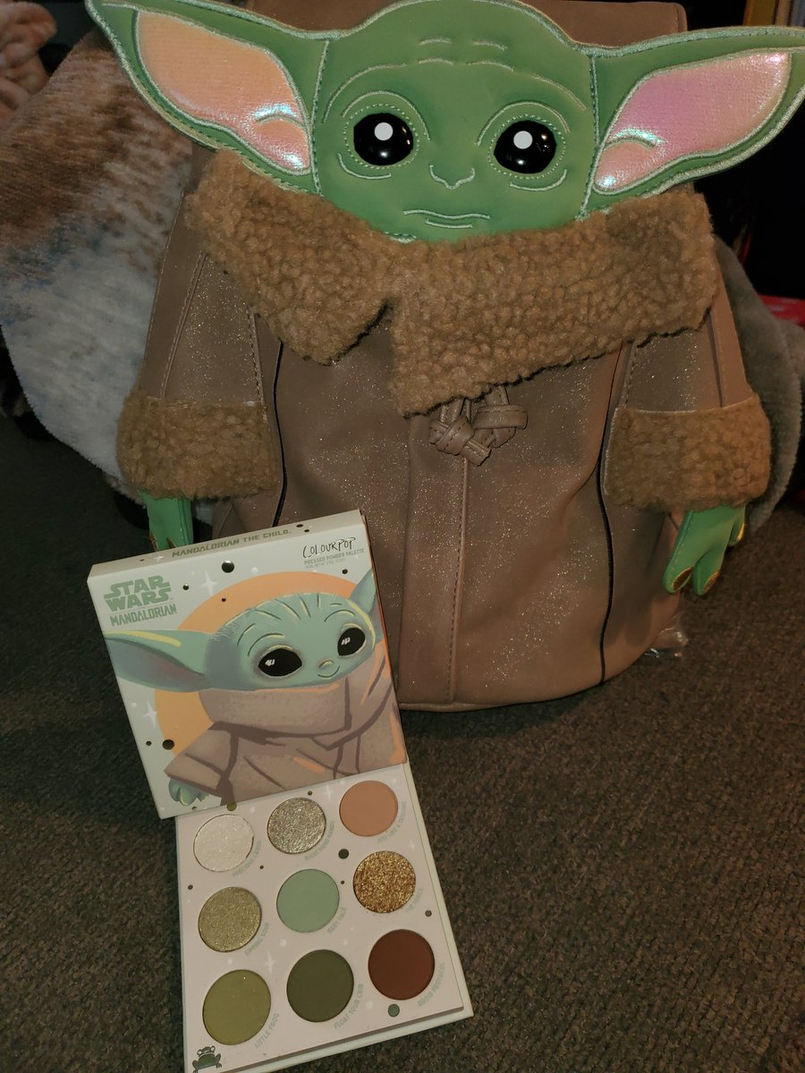 Thank you so much @ColourPopCo ! I almost don't want to use the Baby Yoda bag but I want to use it everyday!! And the palette is so much prettier in person!!! 💚💚💚 #MayThe4thBeWithYou