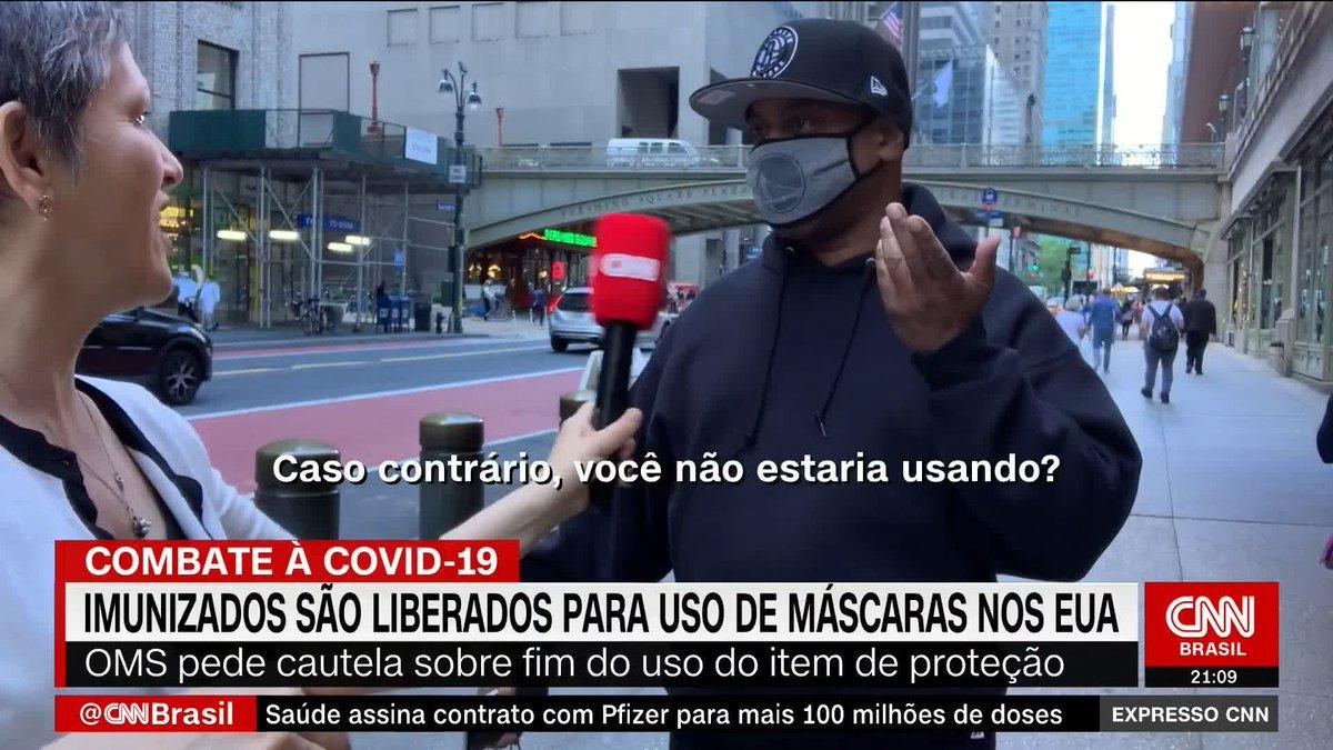 Mesmo vacinados, americanos mantêm máscaras em locais cheios por segurança https://t.co/FzT6rmiYFV