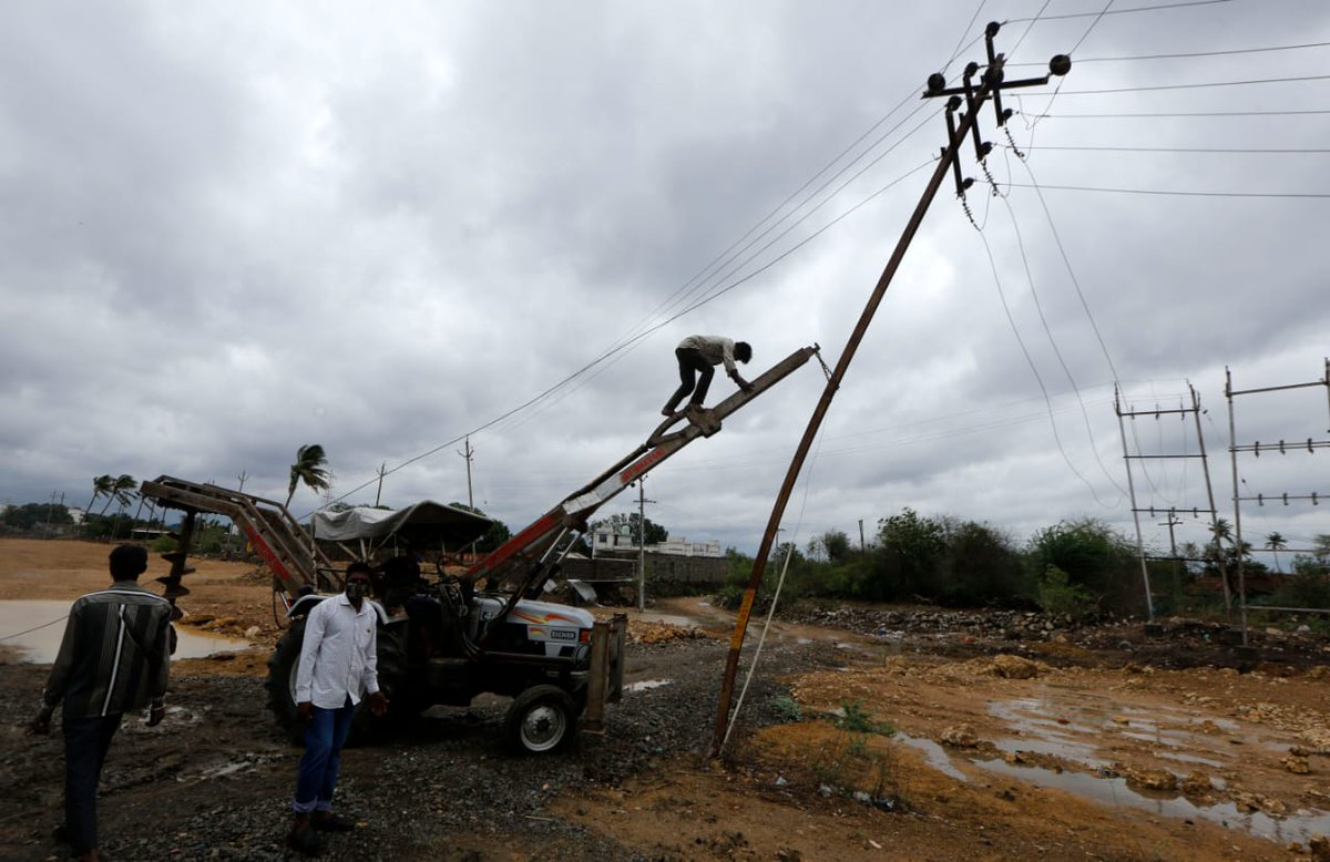 Centre, private companies come to help of Gujarat govt for restoration of power in cylcone-hit areas
