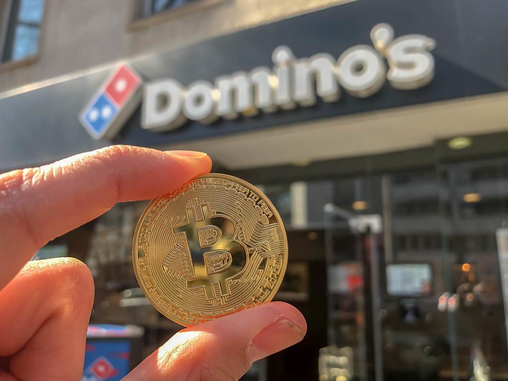 dominos bitcoin)