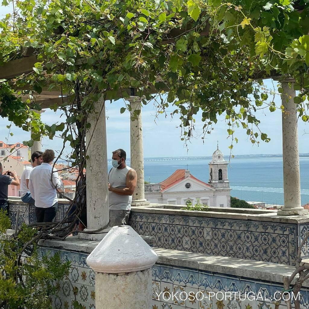test ツイッターメディア - いつもは旅行者で賑わっていた、サンタ・ルジア展望台。 #ポルトガル #リスボン https://t.co/100l9dAl20