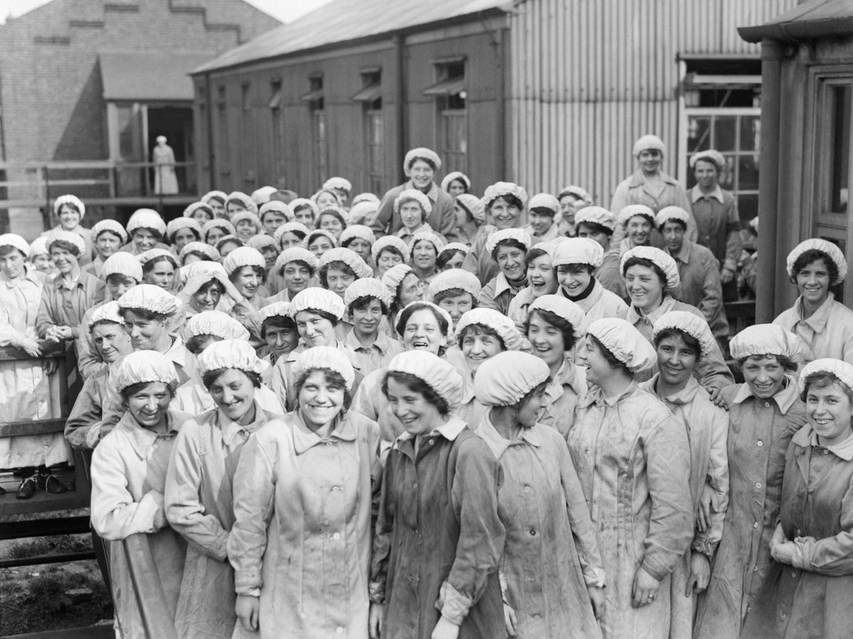 A group of women workers from the Fuse Danger Building of the Royal Arsenal, Woolwich, London, in May 1918. https://t.co/PAhLIZd9rZ