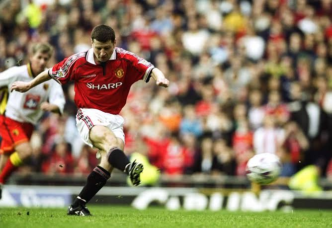 @90sfootball Denis Irwin. In the 90s he won:  6 League Titles (+1 more in 2000) 3 FA Cups 1 League Cup 1 European Cup Winners Cup 1 Champions League 1 European Super Cup 1 Intercontinental Cup  The best Premier Fullback ever. Totally underrated. https://t.co/N5KfCPi1Ed