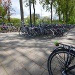"""@BarendrechtnuNL - Politie: """"5 jaar geleden werd in #Barendrecht een #Cortina fiets gestolen. Nadat in #Leiden een aantal fietsen werden gevonden, hebben wij onderzoek ingesteld. Gelukkig had de eigenaar aangifte gedaan. Zo konden we, 5 jaar later, de eigenaar verblijden dat zijn fiets terecht is."""" https://t.co/N3C2OkkQlr"""