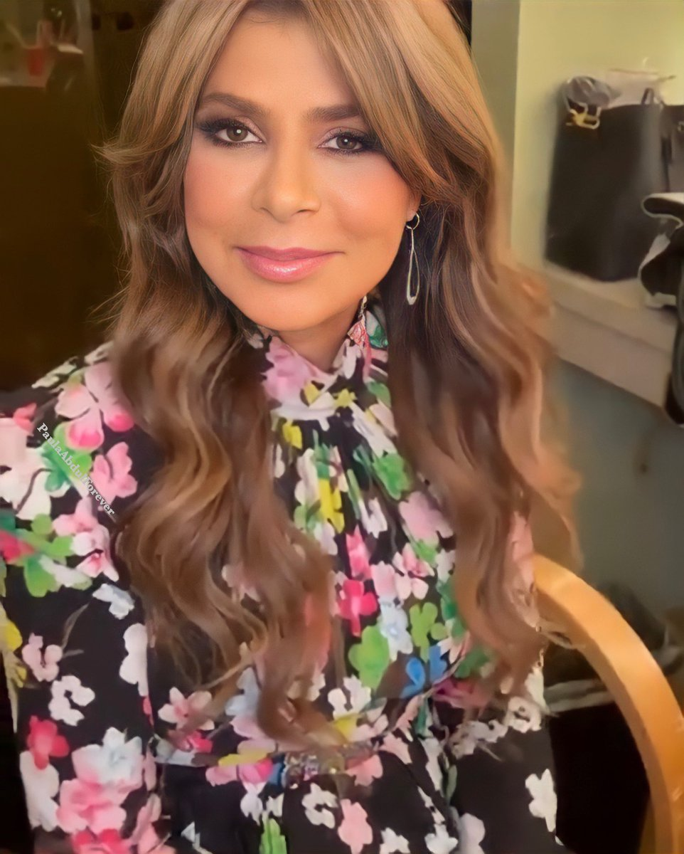 RT @paulaabdul4ever: Paula Abdul on set this week for a new project. https://t.co/2IVqIvr6WW