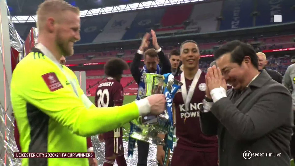 How many captains would go and grab their owner after winning a trophy? Shows the relationship that they all have. Great to see.  https://t.co/uWFIcviRtc