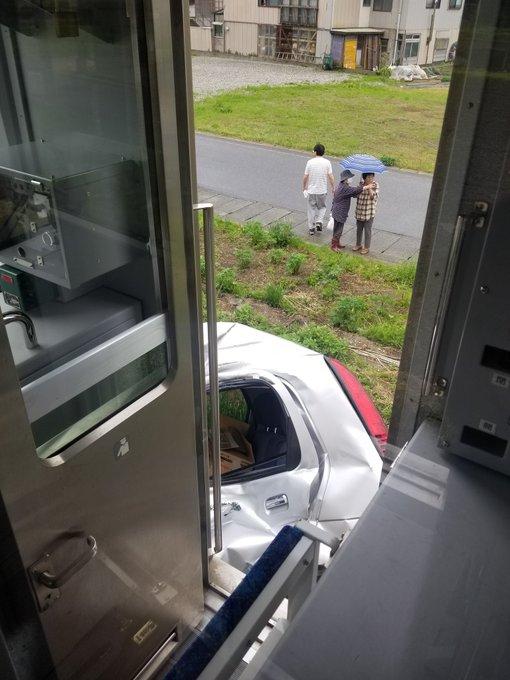 【車が大破】米坂線が軽自動車と衝突