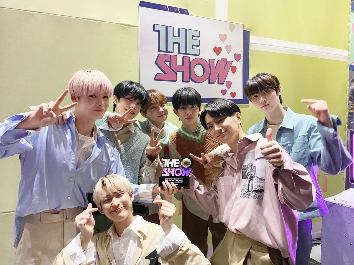 ENHYPEN'S FIRST WIN🥺❤AT THE SHOW! NEVER FORGET THIS MOMENT! 2nd WIN AT SHOW CHAMPION AND 3RD WIN AT MUSIC BANK! UNFORGETTABLE MOMENTS! THEY WILL DEFINITELY GET MORE BIG ACHIEVEMENTS IN FUTURE! LOVE ENHAA!💗 #ENHYPEN1stWIN #ENHYPEN2ndWIN #ENHYPEN3rdWIN @ENHYPEN_members @ENHYPEN