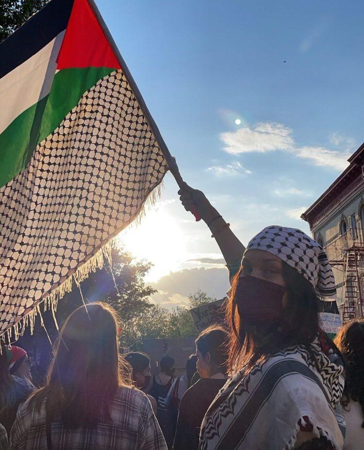 🛑الموديل العالمية بيلا حديد تشارك في مظاهرات التضامن مع القدس غزة في نيويورك