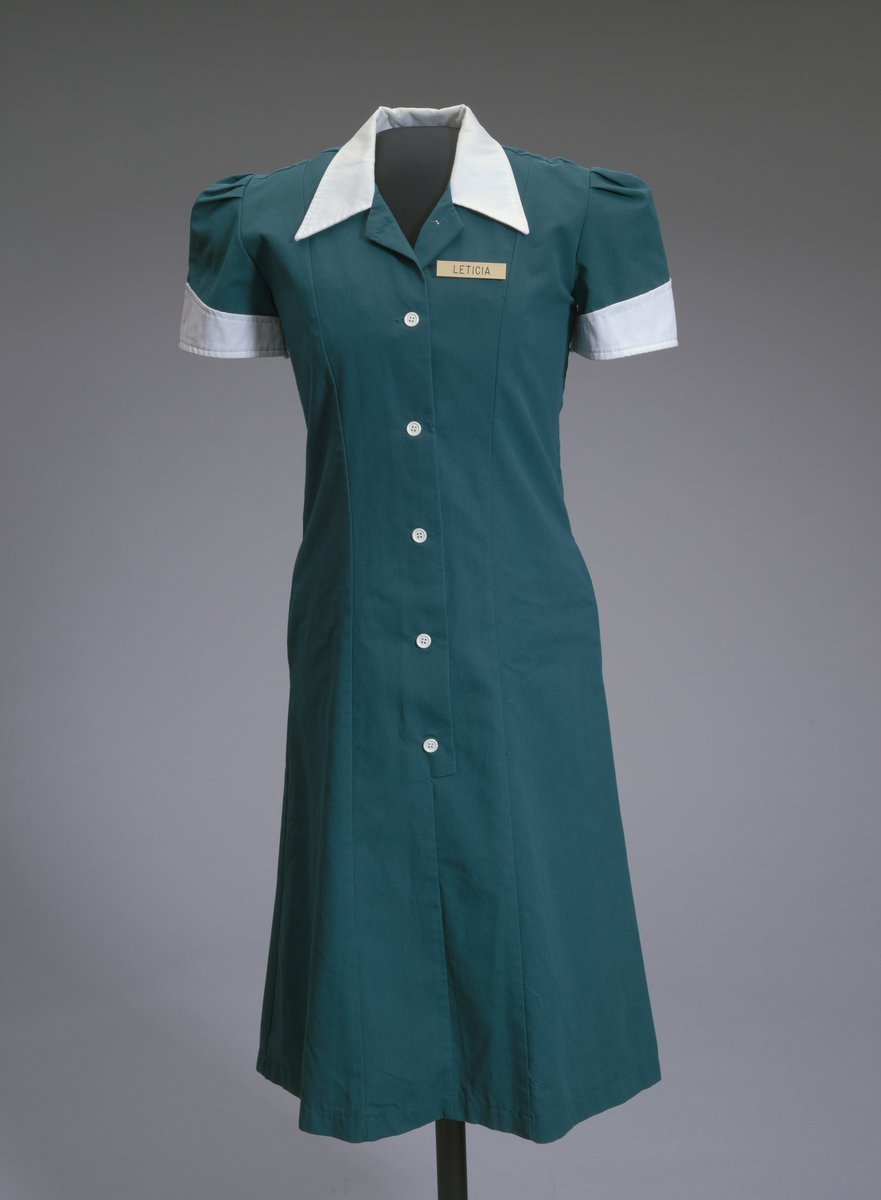 Teal waitress uniform worn by Halle Berry in the film Monster's Ball, 2001 https://t.co/AjG40kCkqN #africanamericanhistory #openaccess https://t.co/lVUVc9fiWH