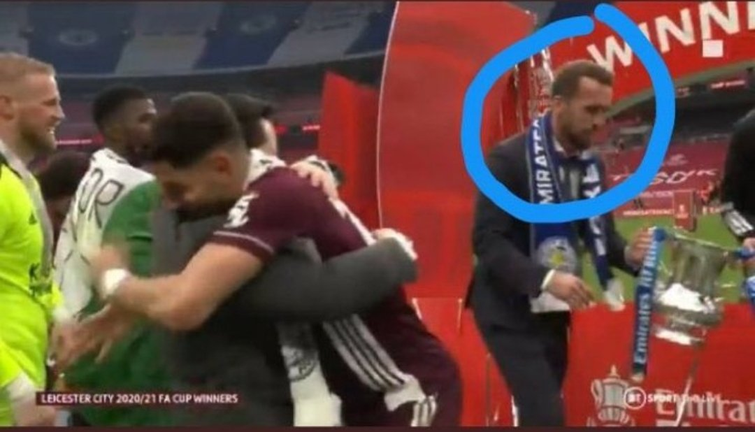 Is that Harry Kane trying to stela a trophy!! https://t.co/sP8WtfmzGh