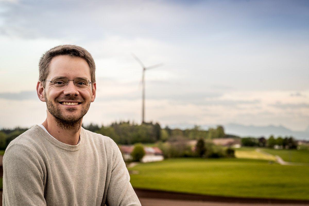 Bürgerentscheid für Windräder im #EbersbergerForst gewonnen!  Die Menschen sagen deutlich JA zu mehr Klimaschutz und JA zur Energiewende – und zwar so laut, dass selbst die Staatsregierung es hören muss. Der Bürgerentscheid ist ein Stimmungstest für ganz #Bayern. (1/3) https://t.co/mvLSse6Yy5