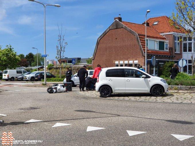 Pizzakoerier gewond bij ongeluk Noordweg https://t.co/F1TU9wEp6F https://t.co/DeSxTG5iOR