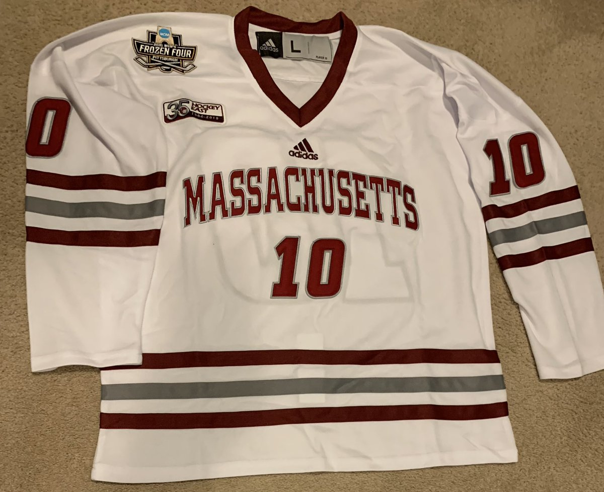 UMass Hockey jerseys completed.  Very pleased with the quality.    Repping with my UMass ride or die @lawebmorrell because when you win the natty you must buy all the merch.  @rCichman @CurryHicksSage @ZACHISGOD https://t.co/fvqLoGFu5t
