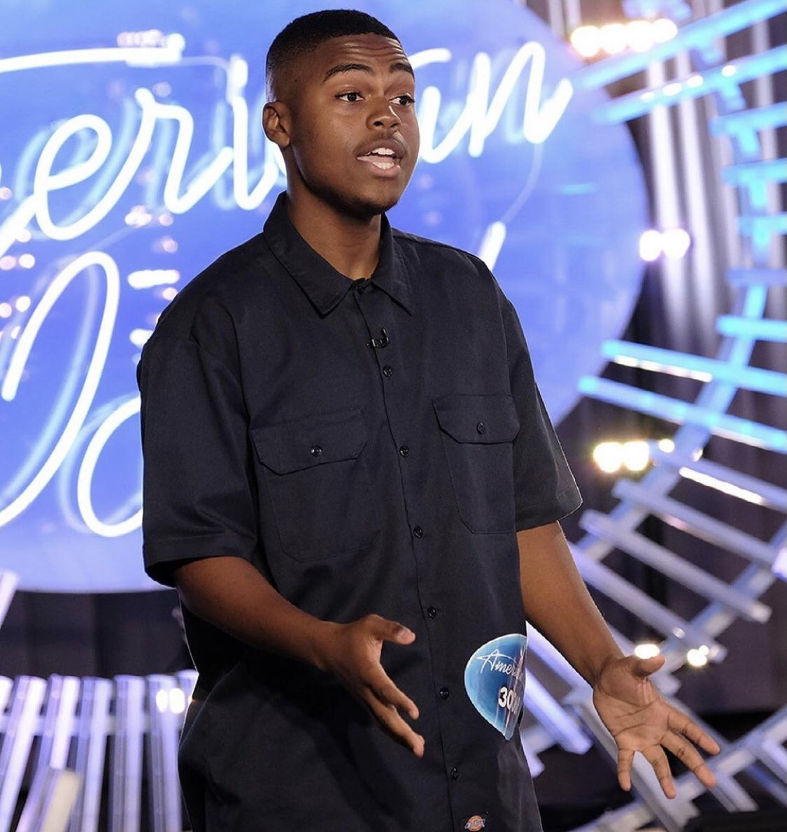 Great news! Michael's back on American Idol tonight to announce his new single!! #whyyoutextingme  @MichaelJWoodard  @AmericanIdol https://t.co/OgUdyDWEBY