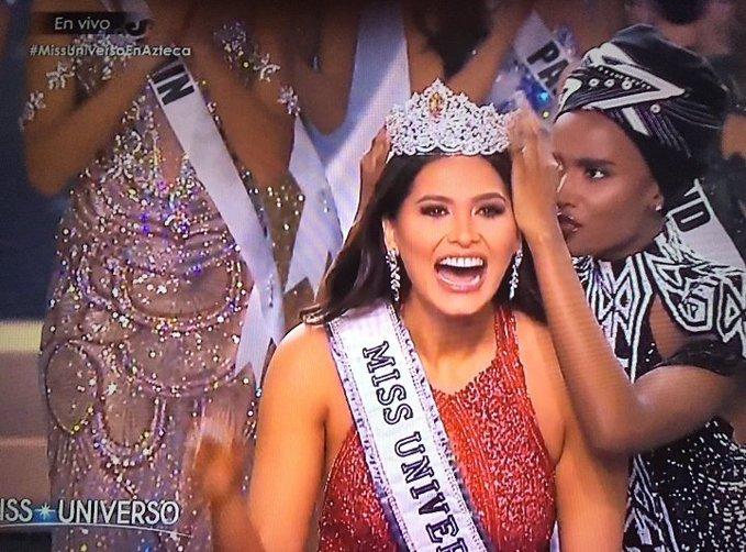 Zozibini Representando todo o Brasil nesse momento.  #MissUniverse https://t.co/arHjrgFWUM