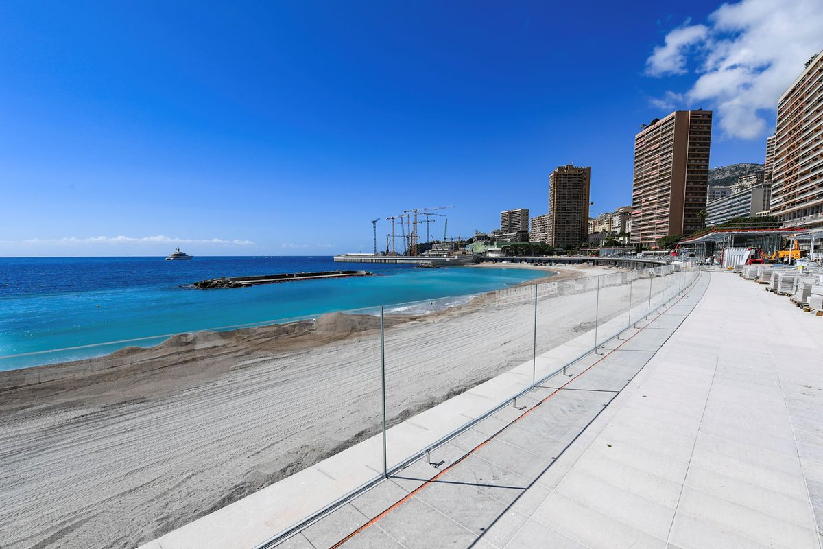 The public, popular Larvotto Beach and its restaurants and shops will open again in July after mayor renovation works!