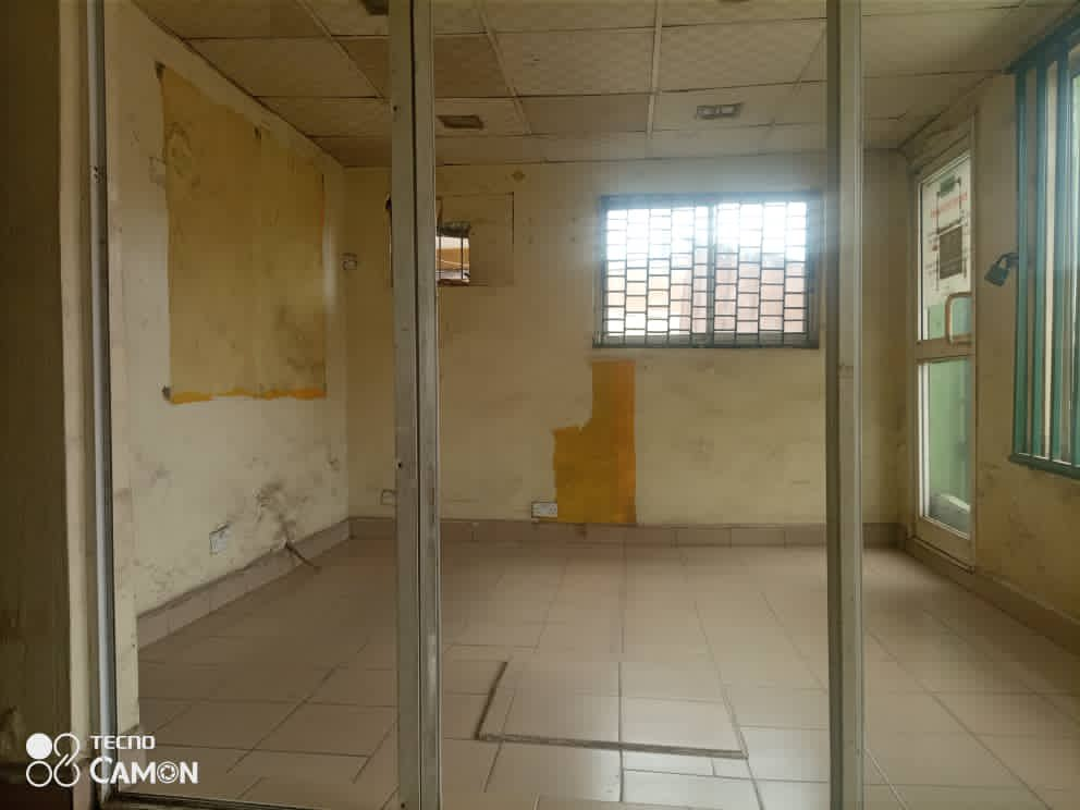TO LET!!!!  A Big shop facing the the major road with personal toilet & prepaid meter   Location: Bode Thomas Road Surulere Lagos   Price: 700k yearly rent  Pls kindly RT & DM if interested 🙏🏻 https://t.co/IGv2Lotc5K