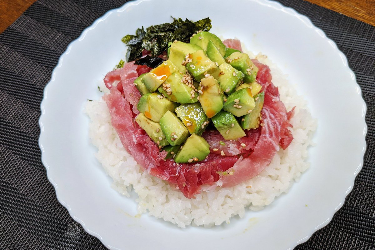 生ハムとアボカドの組み合わせが美味しそう!簡単に作れるポキ丼レシピ!