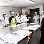 À 2 jours de la réouverture, les cuisiniers, serveurs, barmen se préparent à reprendre leur activité. Pour les accompagner dans cette reprise après plusieurs mois en activité partielle, l'Etat finance des formations de retour au travail, comme ici à Rouen. #FranceRelance