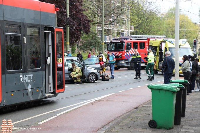 Gewonden bij ongeluk Loosduinse Hoofdstraat https://t.co/tx9Zs8cimY https://t.co/SCu8o7i6GG