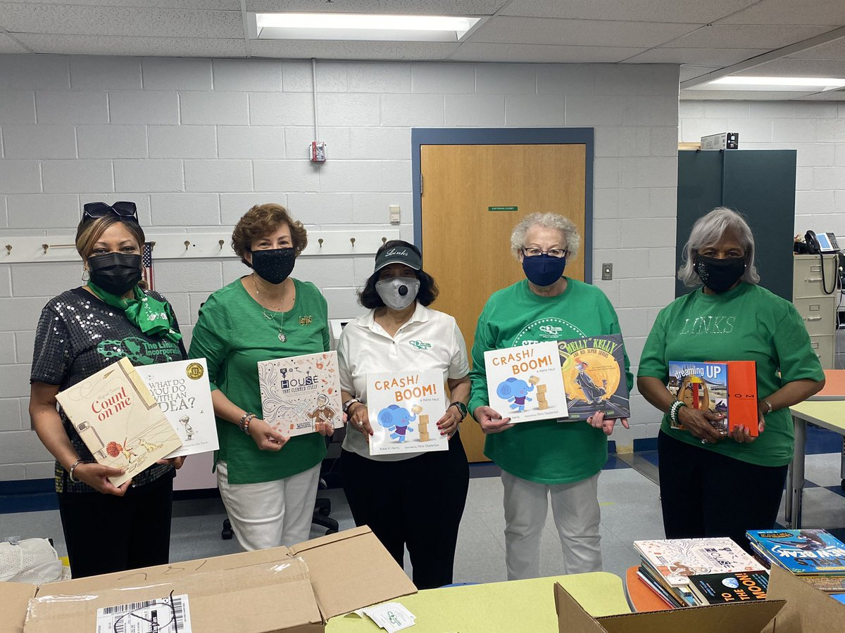Thank you <a target='_blank' href='http://twitter.com/linksinc'>@linksinc</a> <a target='_blank' href='http://twitter.com/ArlingtonLinks'>@ArlingtonLinks</a> for your generous donation of STEAM books to <a target='_blank' href='http://twitter.com/APSDrew'>@APSDrew</a> <a target='_blank' href='http://twitter.com/GravesKimberley'>@GravesKimberley</a> <a target='_blank' href='http://twitter.com/APTracyG'>@APTracyG</a> <a target='_blank' href='https://t.co/yAmJxd8JIf'>https://t.co/yAmJxd8JIf</a>