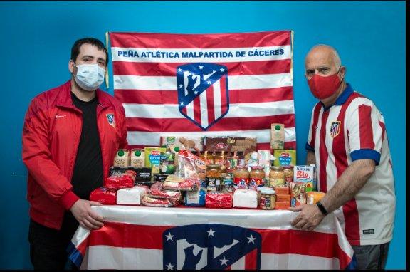 Hoy hemos entregado a Cruz Roja los alimentos recaudados en la campaña contra el hambre lo damo....