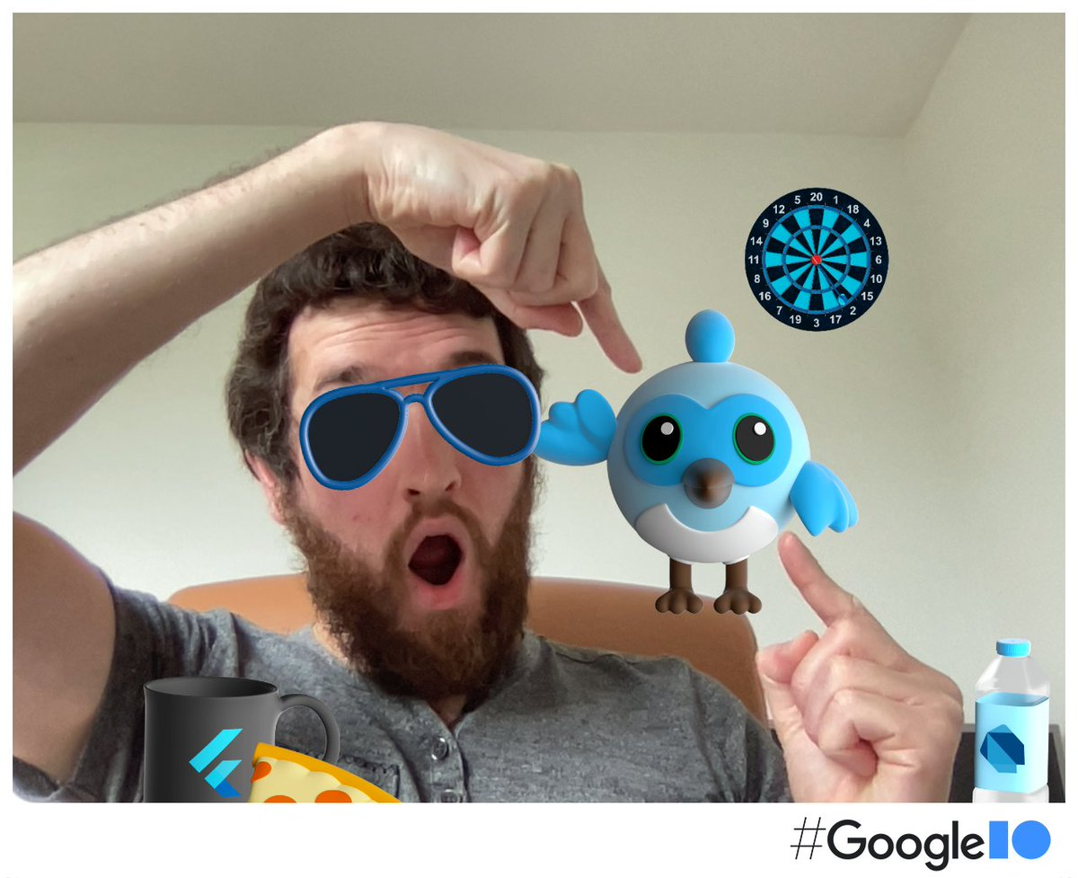 Oooh look what I've found in the #IOPhotoBooth!! My best friend : #Dash 🤩😍💙! #GoogleIO2021  #Flutter