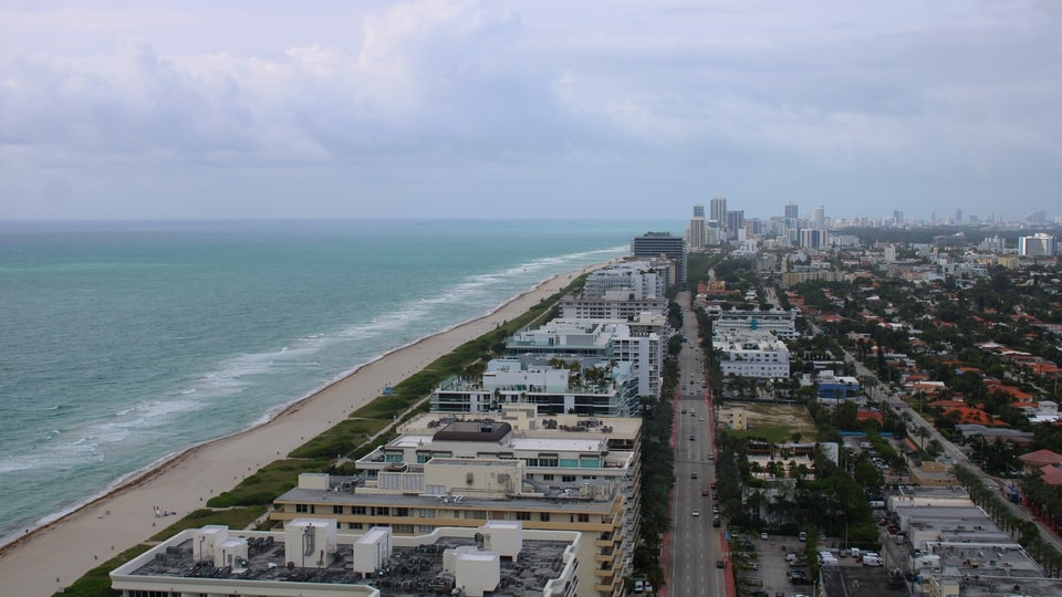 It's 80F in #Miami with cloudy skies & winds at NE 5.01mph