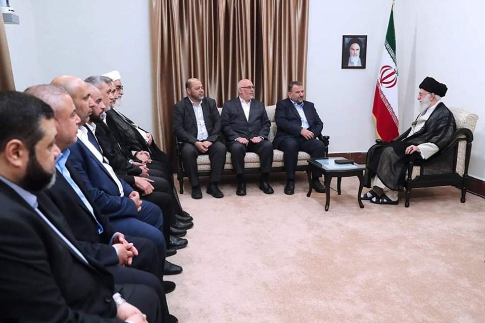 """""""حماس هي خط الدفاع الأول عن إيران"""" هكذا قال القيادي في حماس """"صالح العاروري"""" خلال لقائه بالمرشد الأعلى…"""
