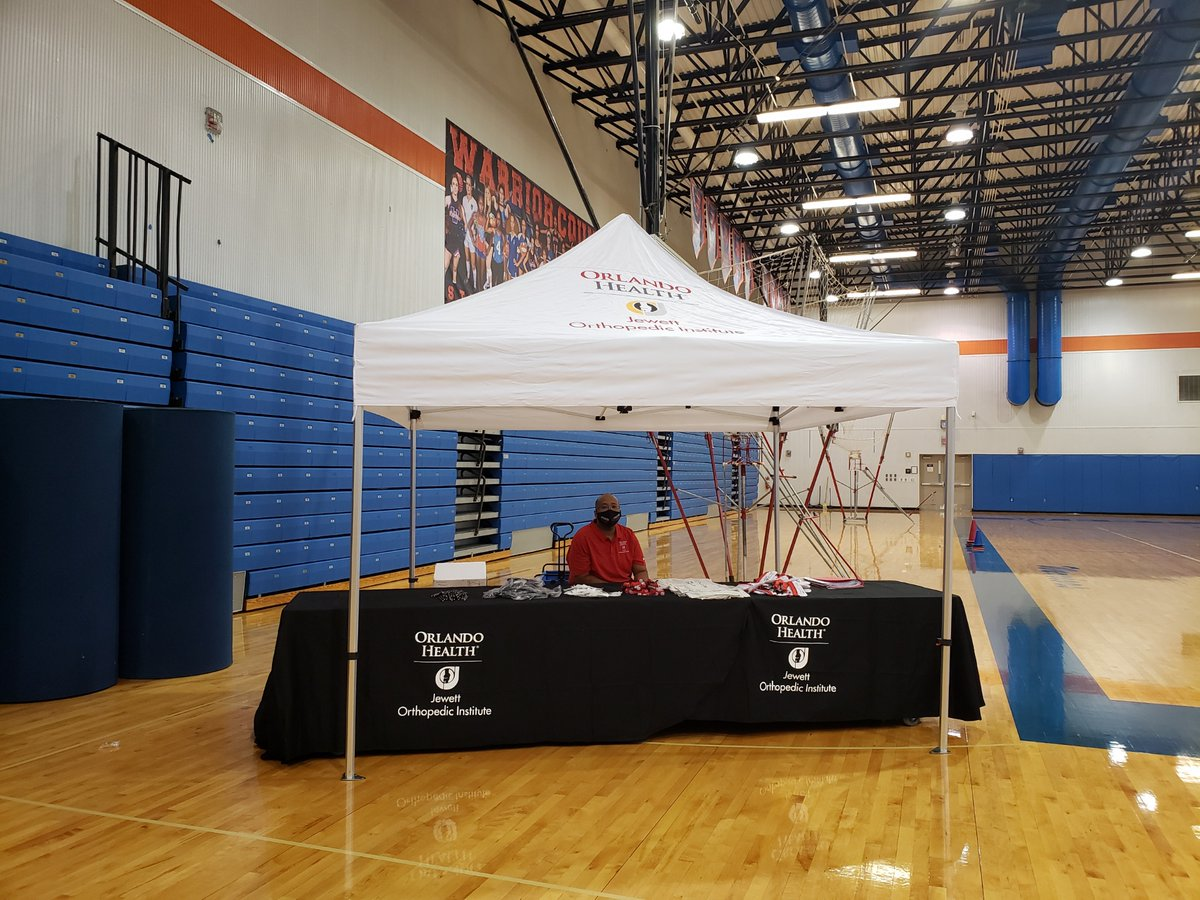 We recently visited @WestOrange_OCPS to provide sports physicals for the students. Our physicians and staff proudly donated their time and resources providing this service to students throughout #CentralFlorida. We are #honored to give back to our #community. https://t.co/6D0Hg2Tdab