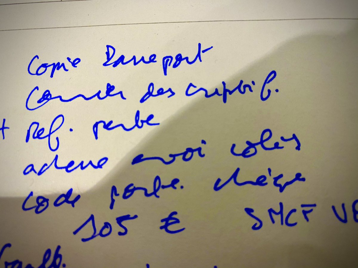 Emu par la sortie de #laplusquevraie  j'ai OUBLIÉ HIER MON ORDI DANS LE TGV pour Bordeaux... avec la moitié d'une pièce dedans + plan&doc d'un livre. La gare d'Hendaye vient de m'appeler ! Je danse!  Ils l'ont !!!!!!!!!!! Être amoureux fou protège de tout, sauve, dénoircit la vie https://t.co/UfEbntng1I