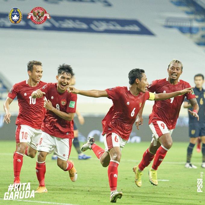 Evan Dimas selebrasi bersama Egy Maulana Vikri, Wian Sulaeman, dan Yudho setelah mencetak gol ke gawang Thailand